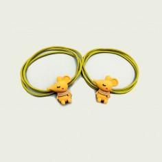 Coletero de ratoncita con bufanda color amarillo